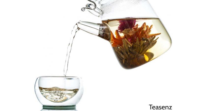 Wie man steilen Blütentee steilblumigen Tee