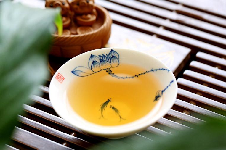 yue guang bai tea colour